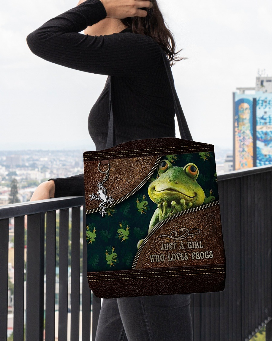 Just a girl who loves frogs tote bag4