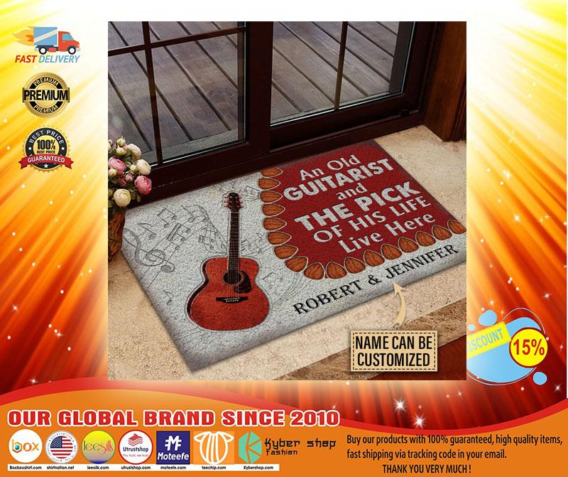 Guitar An ole guitarist and the pick custom name doormat4