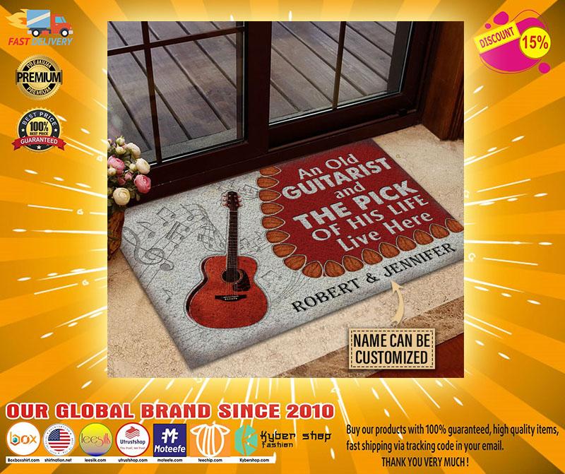 Guitar An ole guitarist and the pick custom name doormat3