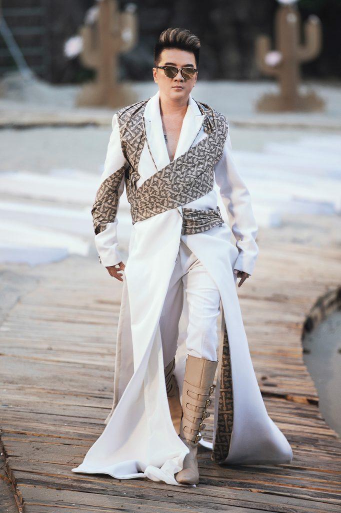 Đàm Vĩnh Hưng gây bất ngờ với khả năng catwalk đầy thần thái trong Fashion  Voyage | Saigon Stories - Website tin tức 24/7