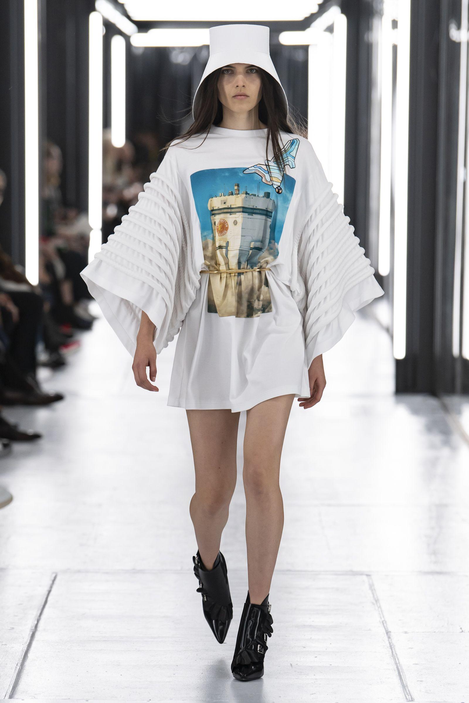 Look from the Louis Vuitton Women's Spring-Summer 2019 Fashion Show, by  Nicolas Ghesquière. | Fashion, Fashion week, Fashion show
