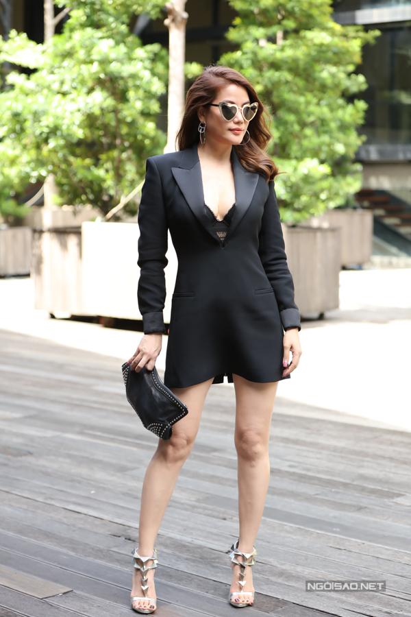 Trương Ngọc Ánh mặc sexy lấn át đàn em ở sự kiện - Ngôi sao