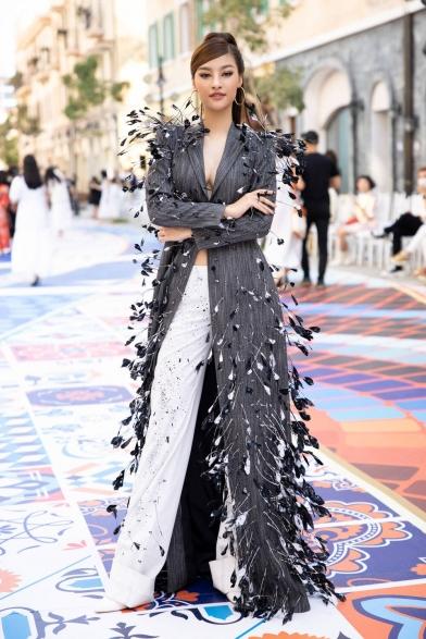Sao Việt bắt tay nhau 'chặt chém' thảm đỏ show Fashion Voyage - Tin Mới Thời trang